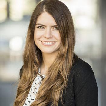 Julia Bruns, zuständig für Öffentlichkeitsarbeit im Projekt VTTNetz an der Hochschule Harz in Wernigerode. VTTNetz steht für OInnovationsnetzwerk vernetzte Technikberatung und Techniknutzung.