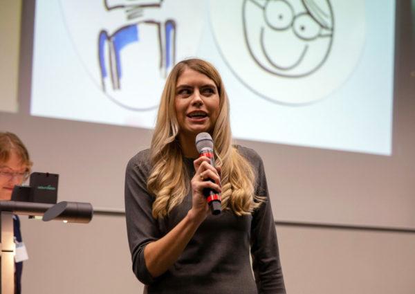 Julia Bruns., Mitarbeiterin im Teilprojekt VTTNetz, beim Pitch zur Forschungsshow in der Hochschule Harz am 29. November 2018.