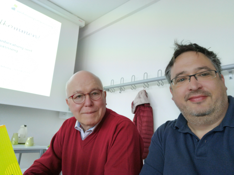 Eberharfd Toepfer (links) und Thomas Schatz nehmen an einer Schulung zum Wohnberater in Magdeburg teil.
