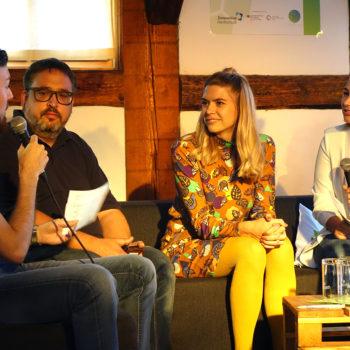 VTTNetz-Kollegen Thomas Schatz und Julia Bruns stellten sich dem Fragen der Journalistikstudenten Cara Buchhorn (rechts) und Jonas Hinrichs in der Remise in Wernigerode. Es war der erste Science Talk in Wernigerode.