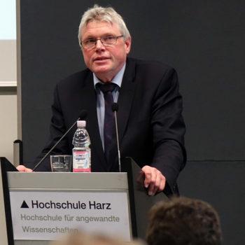 Landrat Martin Skiebe (CDU) hielt ein Grußwort und betonte, wie wichtig es ist, die Zielgruppe der Älteren und Behinderten anzusprechen.