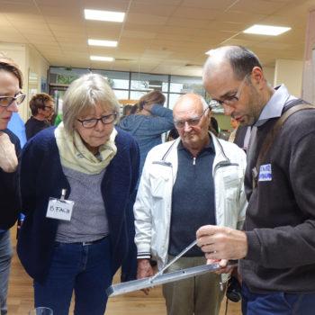 Oliver Rothardt aus Verden präsentierte die Erfindung des Göttingers Wolgang Peter. Das Barri-Mes zeigt alle wichtigen DIN-Maße für die Wohnberatung.