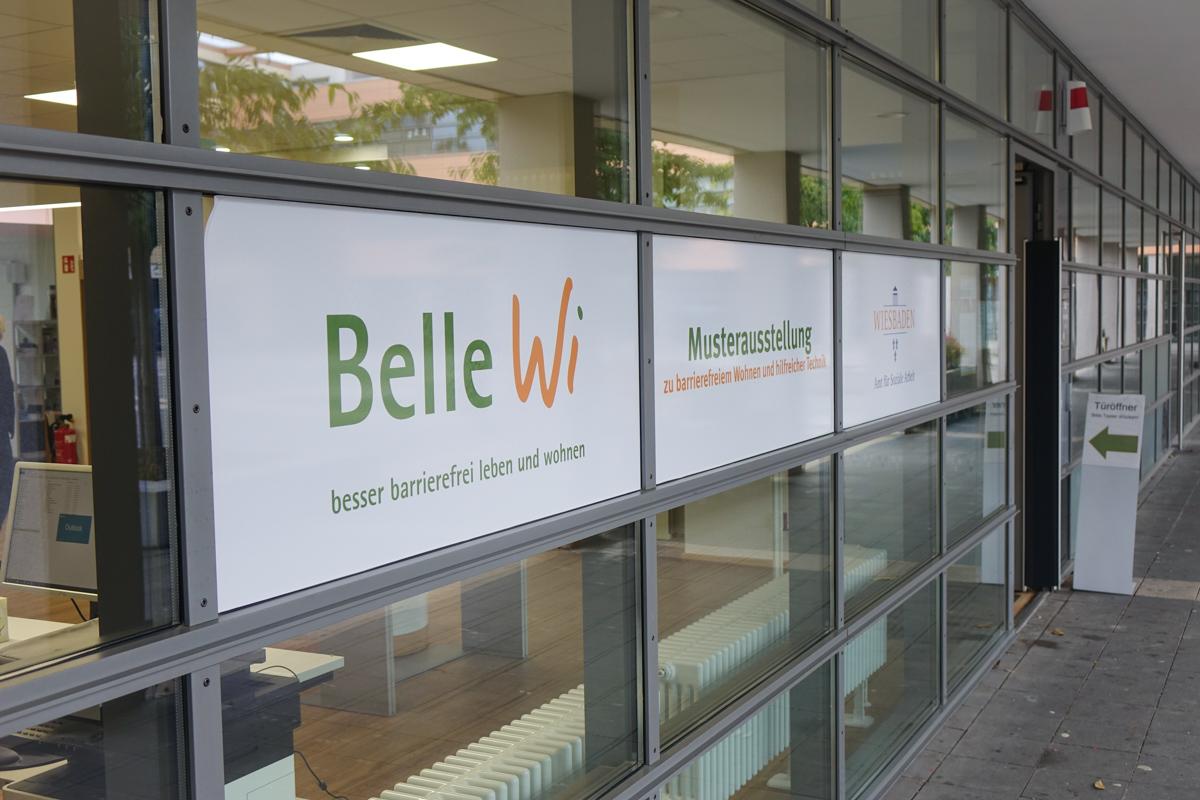 """Eingang zur Musterwphnung """"Belle Wi"""" in Wiesbaden."""
